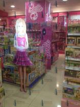 Компания Гефест Проекция установила самую масштабную партию Виртуальных промоутеров в виде анимационного персонажа Барби для сети магазинов Детский Мир